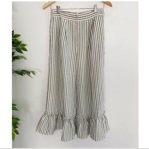 Slide Show Women's Size 8 Ruffle Hem Cropped Pants